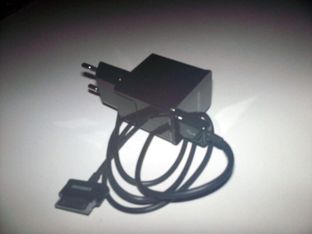 Charger dan kabel Samsung Galaxy Tab 2 7.0
