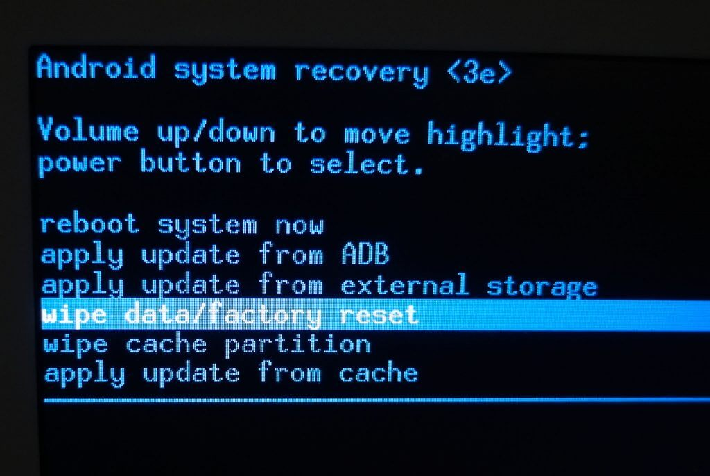 "Android System Recovery - Menu ""Wipe data/factory reset"""