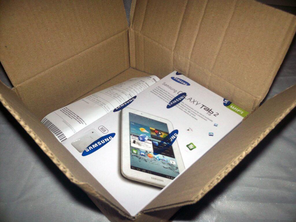 Paket pembelian Samsung Galaxy Tab 2 7.0 Wifi-only dari Bhinneka.com - kardus dibuka tidak ada gelembung plastik pelindung