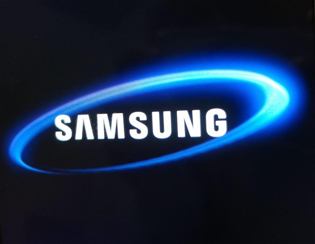 Logo Samsung pada perangkat Samsung Galaxy Tab 2 7.0